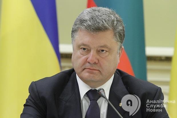 Порошенко: Надо изучить вопрос прекращения грузового сообщения с Крымом