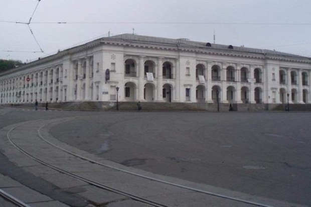 Полуразрушенный реставраторами Гостиный двор суд вернул в собственность государства