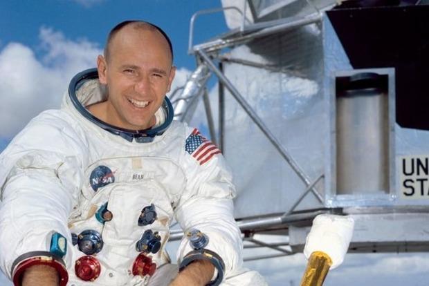 Скончался астронавт Алан Бин— четвертый посчету человек, ступивший наповерхность Луны
