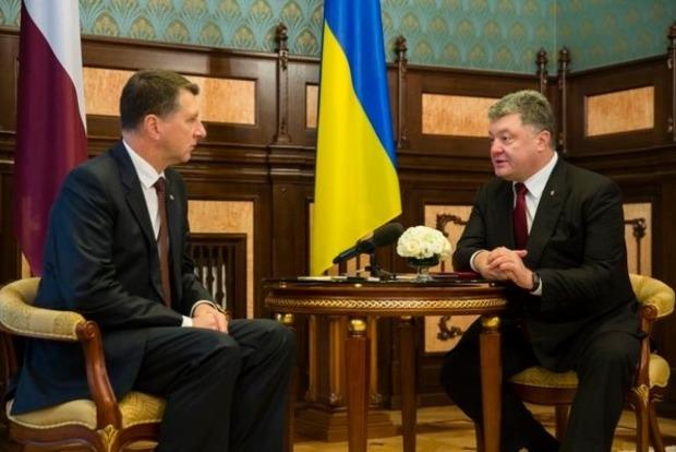 Президент Латвии в Киеве: Это недопустимо, что Россия нарушает международное право