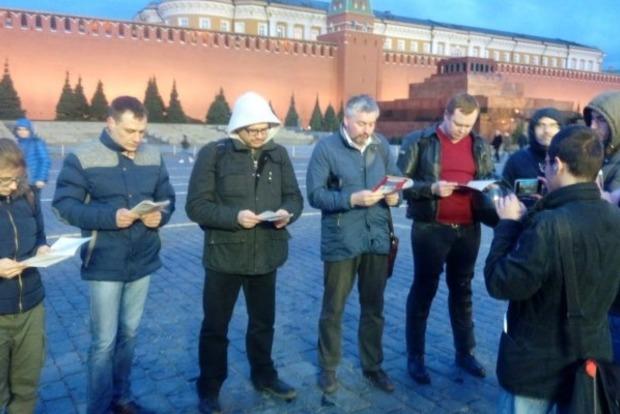 В Москве за чтение конституции на Красной площади задержали 7 человек