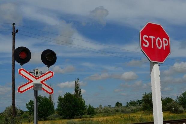 Водитель маршрутки на Буковине проскочил ж/д переезд на красный и лишился прав