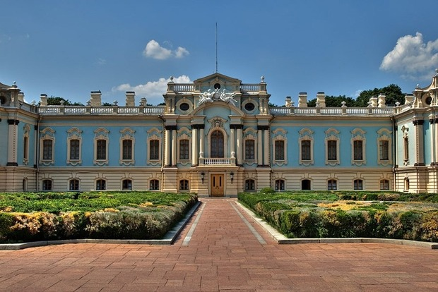 Офіціоз і неформалка: в Маріїнському палаці проходить закритий прийом - Супрун прийшла в чорній кепці