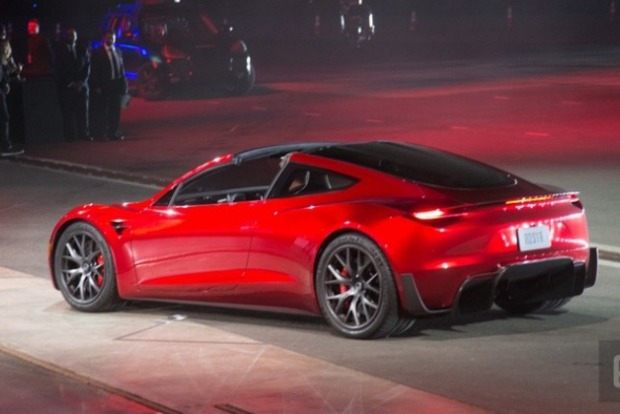 Маск представив «убивцю паливних автомобілів»— Tesla Roadster
