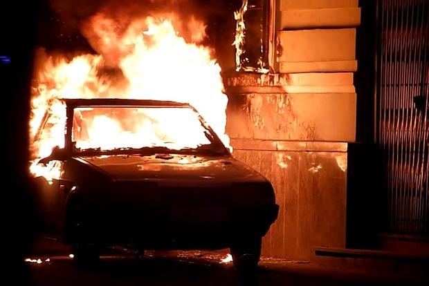 За ночь в Киеве подожгли семь машин