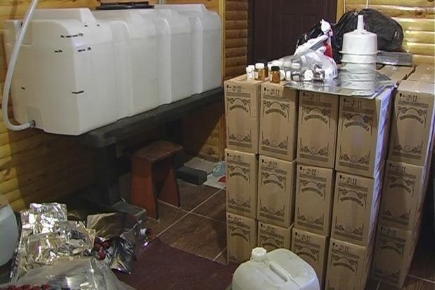 В Чернигове налоговики ликвидировали цех по производству фальсифицированного алкоголя