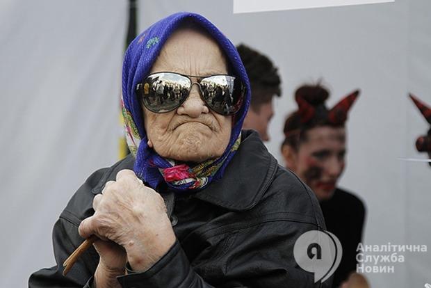 МВФ требует от Украины повысить пенсионный возраст и провести аудит «ПриватБанка»
