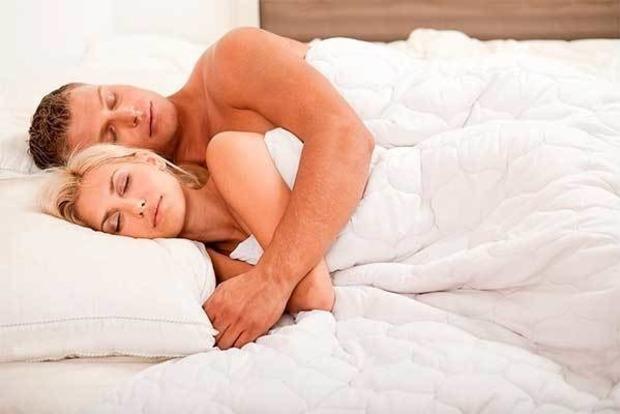 Отличный секс, крепкие нервы: Почему вам нужно спать голышом
