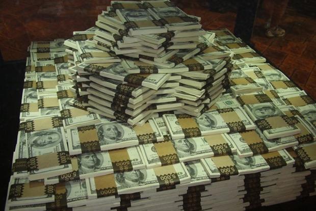 В Ровно у «заробитчанина» украли 3 миллиона долларов из банковской ячейки