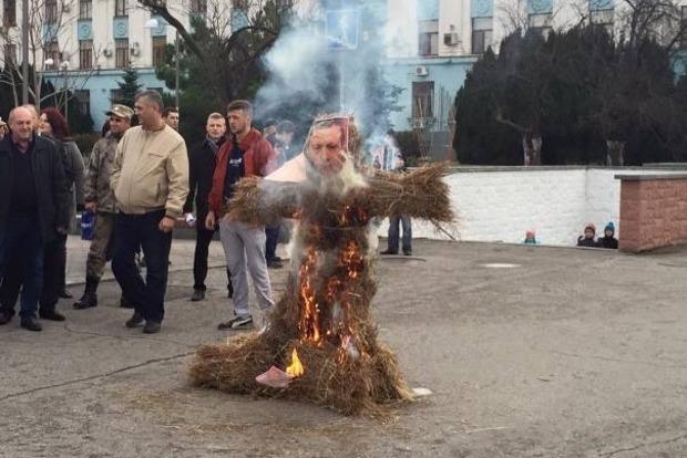 В Симферополе сожгли чучело Эрдогана