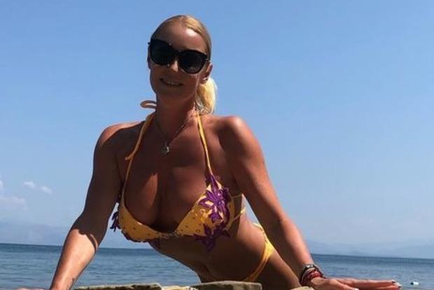 Волочкова в Греции прыгнула на ежей и попала в больницу