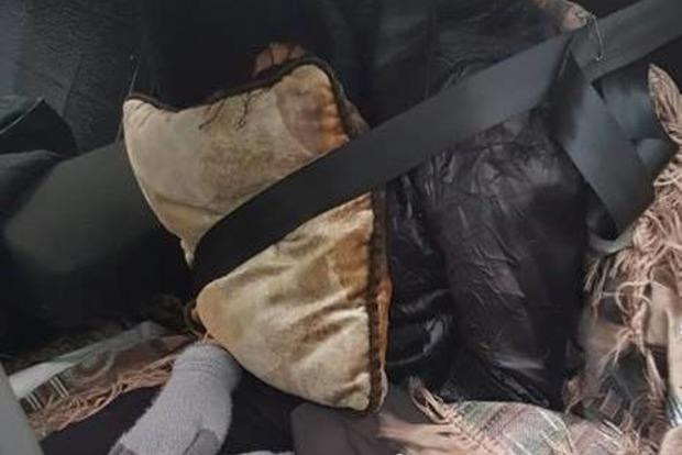 История про труп в машине получила продолжение: россиянина и его мертвую жену отправили в РФ