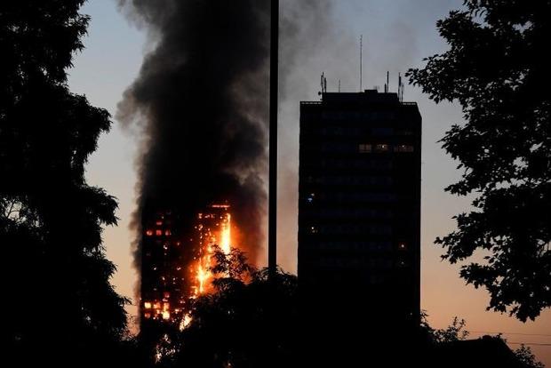 Пожар в многоэтажке в Лондоне: сообщается о нескольких погибших
