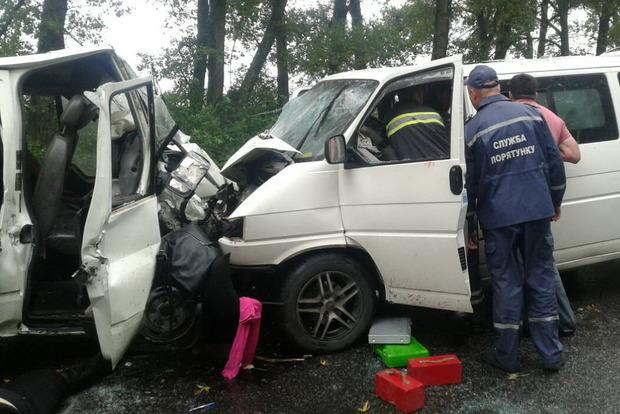 В Харьковской области произошла серьезная авария: двое погибших, 17 раненых