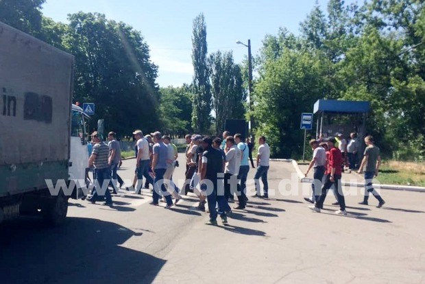 Нет зарплаты и перспектив: на Днепропетровщине горняки перекрыли дорогу