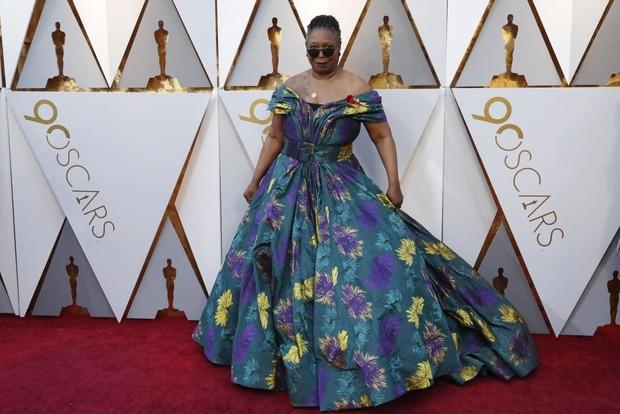 Сгореть со стыда. Названы самые худшие наряды Оскара-2018