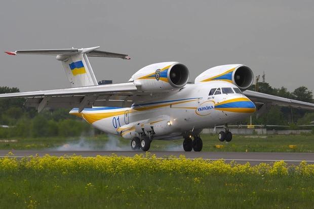 Гройсман: Украинский Ан-74 продан в Казахстан за $15 млн