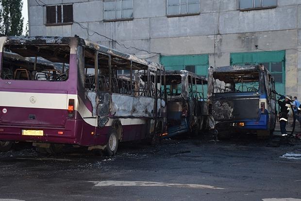В Николаеве на стоянке горели семь автобусов