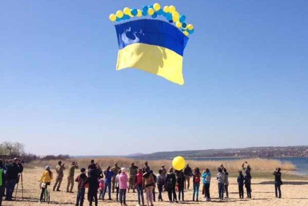 Над оккупированным Донецком летят флаги Украины