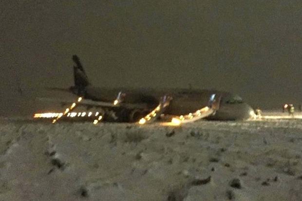 В РФ во время посадки самолет упал «на брюхо»