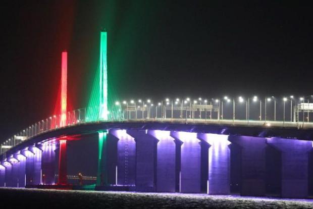 ВКитайской народной республике откроют самый длинный вмире стеклянный мост