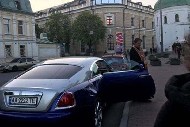 Соцсети шокировал священник на Rolls-Royce в Киеве