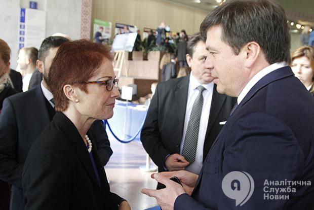 США советуют Украине упростить процесс регистрации переселенцев и обеспечить их жильем