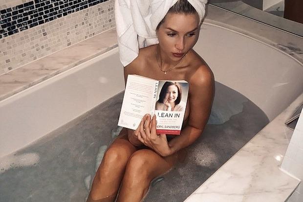 Молодша сестра Кейт Мосс сфотографувалася голою у ванній