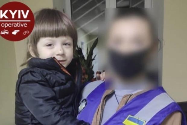 В Святошинском районе Киева супруги оставили в сквере своего пятилетнего  ребенка