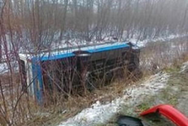 В окупованій Луганській області перекинувся автобус: 9 постраждалих