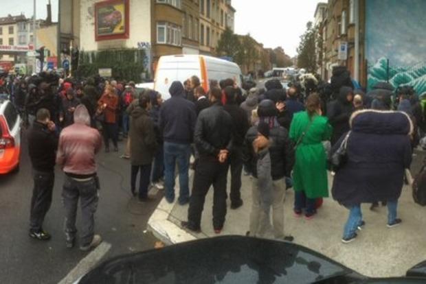 В Брюсселе, где проходит спецоперация полиции, прогремели два взрыва