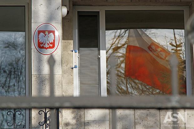 Поляков за кордоном просять доносити у посольства про антипольські розмови