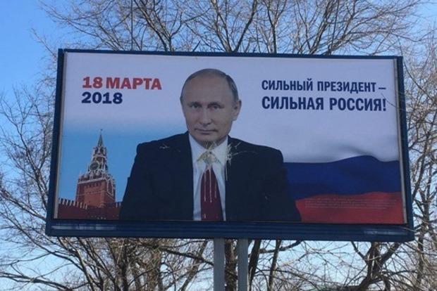 В РФ полиция круглосуточно охраняет даже билборды с Путиным