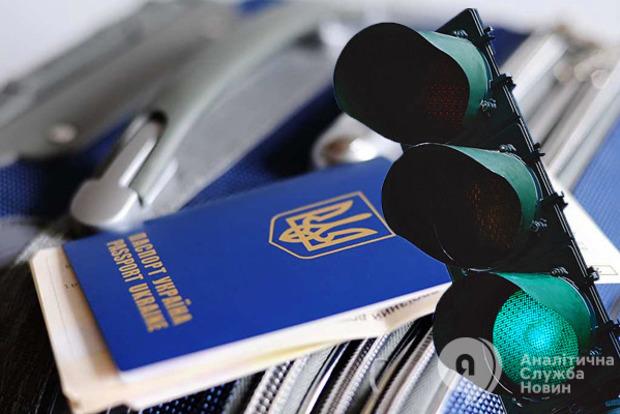 Український паспорт визнали кращим серед країн колишнього СРСР
