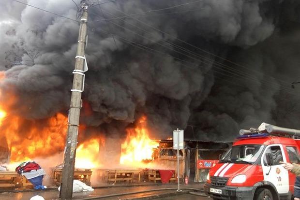 Масштабный пожар возле метро «Лесная» в Киеве потушен