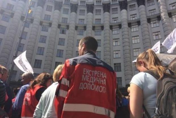 Медики перекрыли улицу Грушевского в Киеве