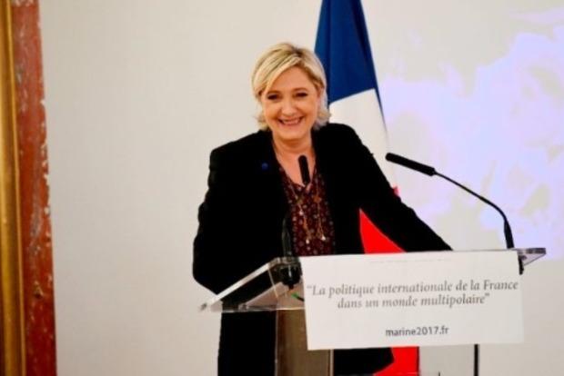 Ле Пен прокомментировала обвинения в плагиате речи своего оппонента Фийона