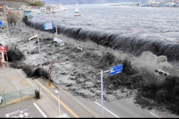 Землетрясение и волна-убийца. В Индонезии погибли сотни людей
