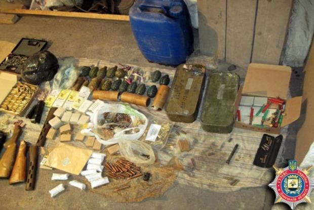 В Курахово обнаружен склад оружия