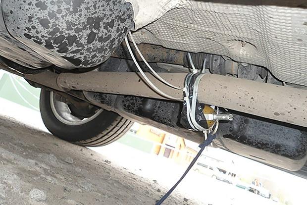 Полиция обезвредила гранату, прикрепленную к авто бизнесмена из Киева
