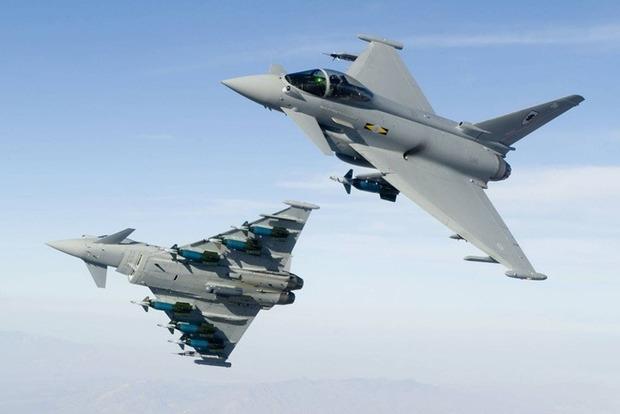 ВВС Британии подняли в воздух истребители из-за самолетов РФ