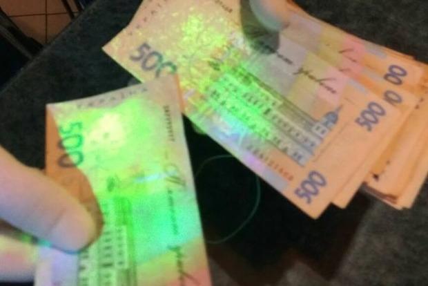 Одного из руководителей львовского аэропорта поймали на крупной взятке