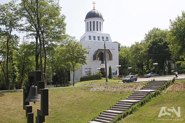 Киевские склоны засаживают парками, пытаясь защитить от застроек