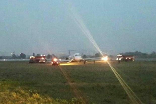 Сначала аплодисменты, а потом - истерика и ужас: как выглядела авария самолета в Жулянах изнутри