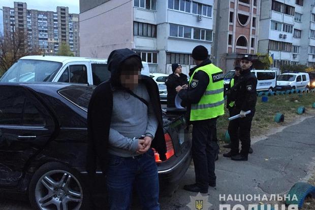 Иностранцы-воры, убегая от погони, протаранили 10 авто и полицейских