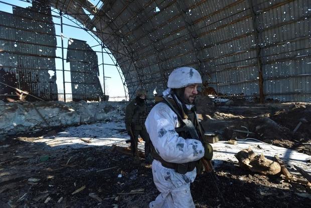 Штаб АТО: Двое украинских военных пострадали отутренних обстрелов вДонбассе