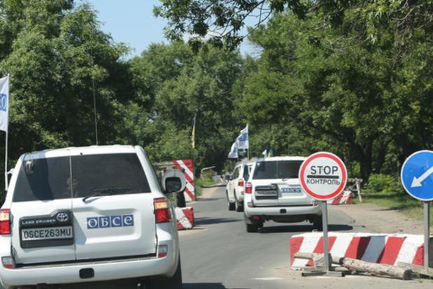 Боевик угрожал детям гранатой, но в результате подорвался сам