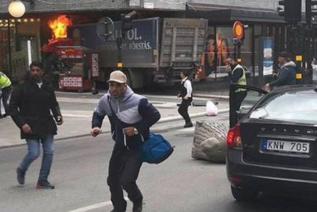 В Швеции грузовик врезался в толпу пешеходов, есть погибшие