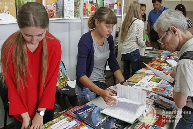Читающая нация: Украинцы за год купили книг на $112 млн