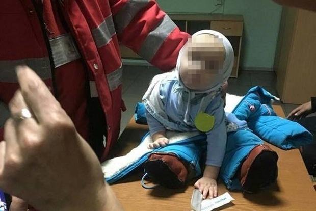 Горе-мать бросила 9-месячного ребенка возле метро в Киеве, чтобы побухать